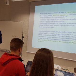 Opiskelemassa Turun kauppakorkeakoulun Muutoksen johtamisen kurssilla.